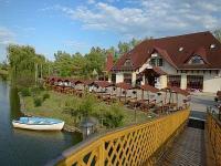 Fûzfa Hotel und Erholungspark Poroszló – Halbpensionspakete zum Aktionspreis im Hotel Fûzfa und in Holzhäusern Fűzfa Hotel Pihenőpark Poroszló - Erholungspark Fûzfa befindet sich in Poroszló - Poroszló